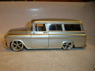 JADA 1/24 DUB CITY 57 CHEVY SUBURBAN **JUNKER** MISSING BOTH MIRRORS